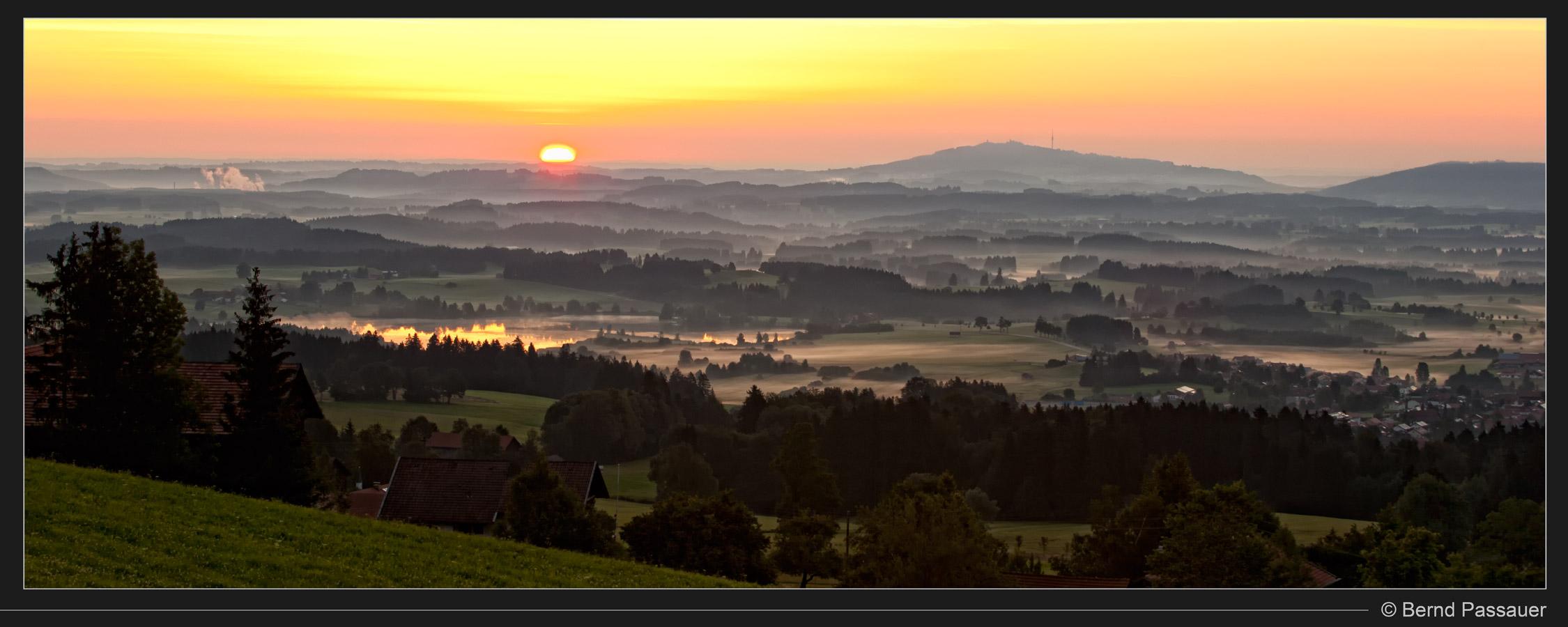 http://fotoclub-kaufbeuren.de/wordpress/wp-content/uploads/2011/09/3719_80x32_Kurz_nach_Sonnenaufgang.jpg