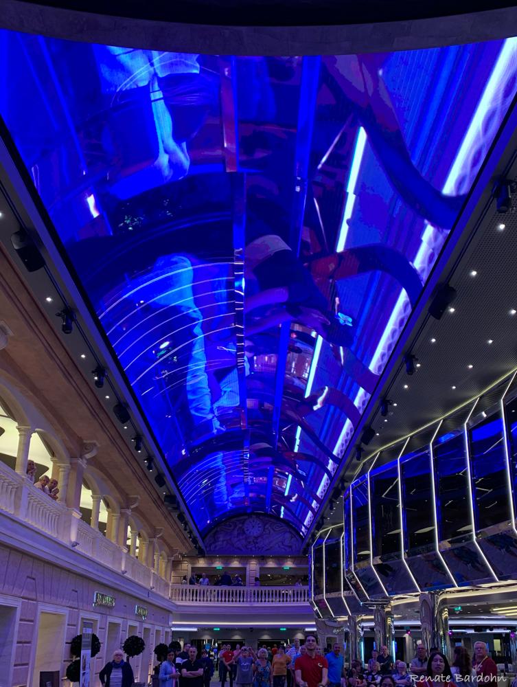 Promenade mit einem LED-Himmel